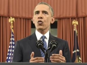 Barack Obama ávarpar þjóðina úr forsetaskrifstofunni.