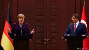 Angela Merkel og Ahmet Davutoglu, forsætisráðherra Tyrklands,