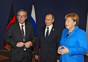 Jean-Claude Juncker, forseti framkvæmdastjórnar ESB, Valdimir Pútín Rússlandsforseti og Angela Merkel Þýskalandskanslari.