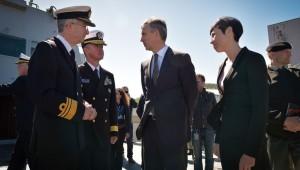 Jens Stoltenberg og Ine Marie Eriksen Søreide í Þrándheimi við upphaf flotaæfingar NATO.