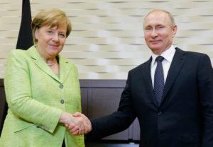 Angela Merkel og Vladimír Pútín í Sotsjí,
