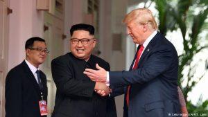 Kim Jong-un og Donald Trump í Singapúr.