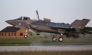 Fyrsta F-35 orrustuþotan lendir á Bre