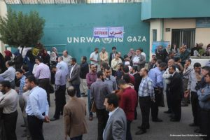 2016_11_14-unrwa-staff-in-the-gaza-strip-strike-in-protest-against-the-organisations-neglect-of-its-employees-and-their-rights-10