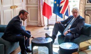 Emmanuel Macron og Boris Johnson í París.