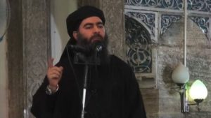 """Eina skiptið sem Baghdadi kom fram opinberlega og náðist af honum mynd var í Mósul árið 2014 þegar hann stofnaði """"kalífatið""""."""