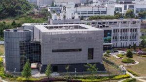 Í þessari byggingu er leðurblöku-rannsóknastofan í Wuhan.